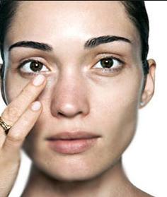 Công thức loại bỏ bọng mỡ mí mắt đơn giản bằng dưa chuột 1