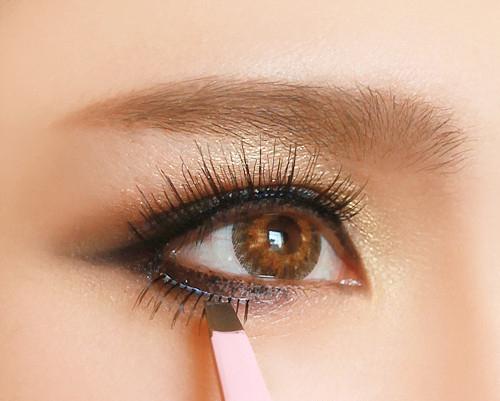 Chải lại mi mắt giá cho mắt đẹp hơn