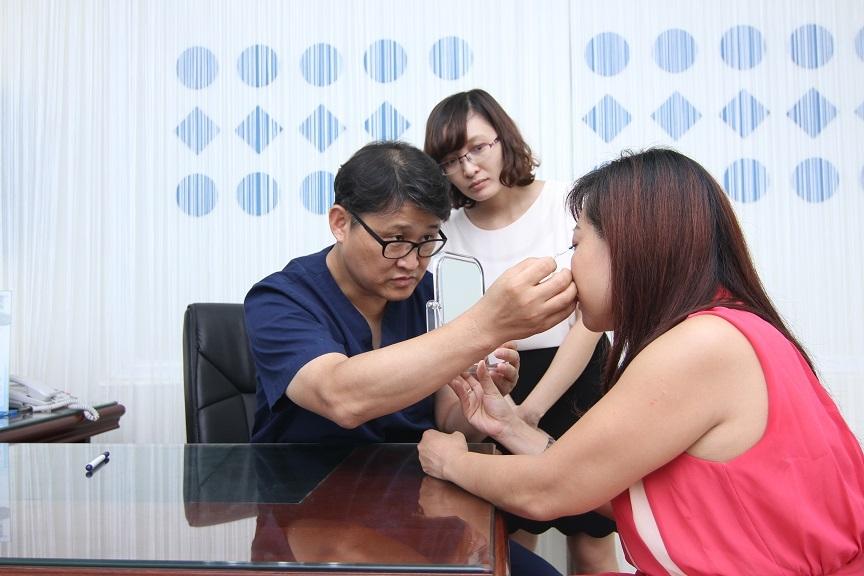 Hành trình cắt mí mắt của cô gái tuổi băm 4