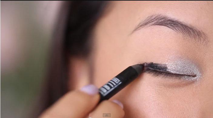 Make up mắt khói ấn tượng che bọng mắt5