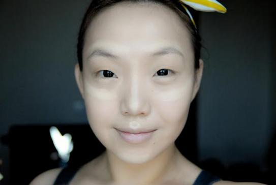 Thủ thuật đơn giản giúp xóa tan bọng mỡ mí mắt 1