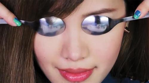 Thủ thuật đơn giản giúp xóa tan bọng mỡ mí mắt 2