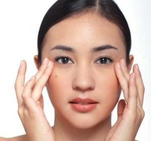 Thủ thuật đơn giản giúp xóa tan bọng mỡ mí mắt 3