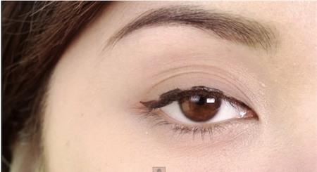 """""""Biến hóa"""" đôi mắt to tròn với cách kẻ mắt 1 mí cực đơn giản1"""