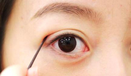 Cách làm cho mí mắt to hơn bằng keo tạo mắt 2 mí cực nhanh, cực hiệu quả3