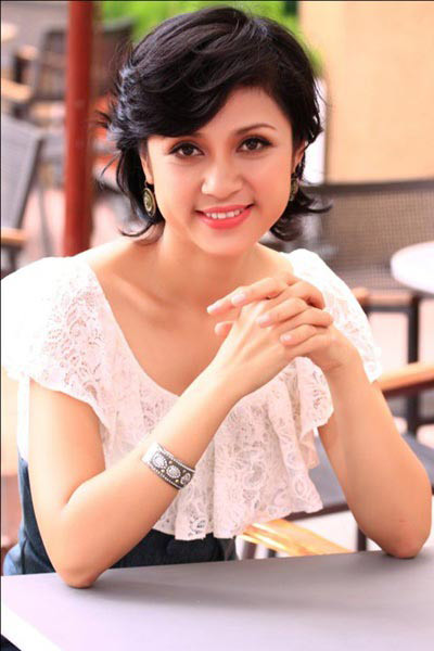 Người đẹp Việt Trinh có 1 đôi mắt bồ câu trong sáng như mặt nước mùa thu