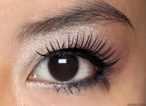 Lông mi giả giúp đôi mắt sắc nét hơn