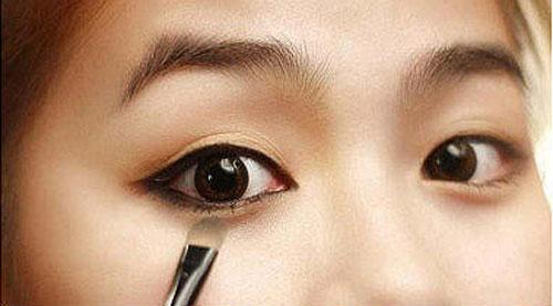 """""""Mách bạn"""" 5 cách make up giúp che bọng mắt dưới3"""
