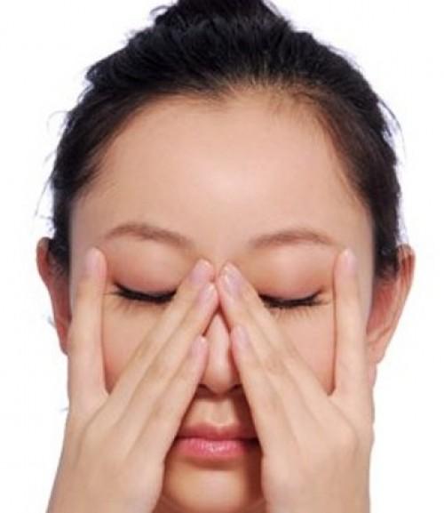 """10 phút mỗi ngày để """"tăng tuổi thọ"""" cho làn da quanh mắt3"""