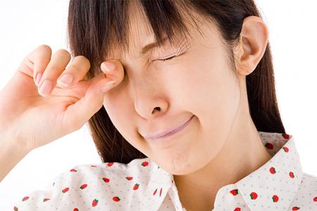 dung de doi mat tro thanh ganh nang2 Những cách nào chống sụp mí mắt?