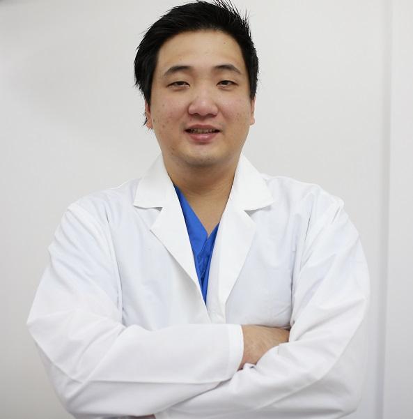Di chứng và những lưu ý khi tiến hành phẫu thuật cắt mí mắt3