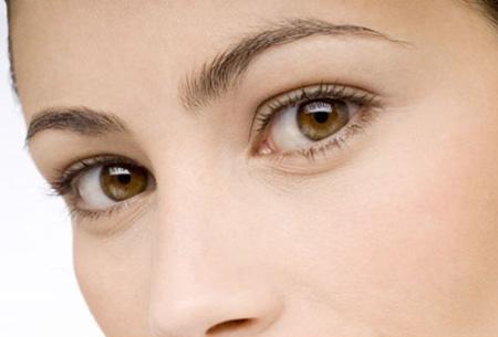 Đôi mắt khỏe đẹp với bài tập massage cho bóng hồng công sở