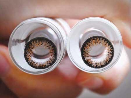 Kính giãn tròng – Những đôi mắt vô hồn của sao Việt10