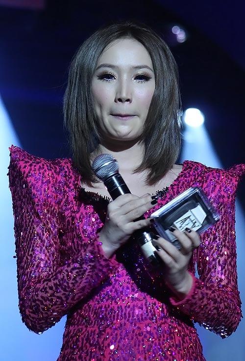 Kinh giãn tròng – Những đôi mắt vô hôn của sao Việt9
