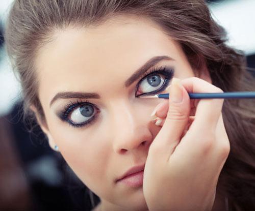 """""""Mẹo"""" make up khắc phục nhược điểm mắt gần nhau dành cho bạn gái7"""