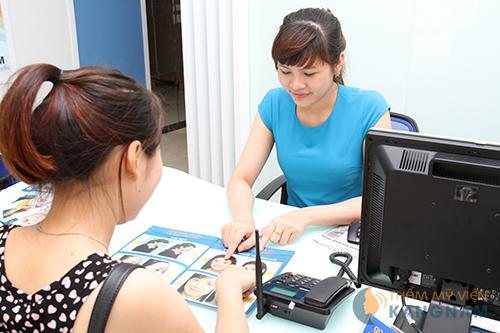Tư vấn cắt hay lấy mỡ mí mắt có để lại sẹo không cho các khách hàng