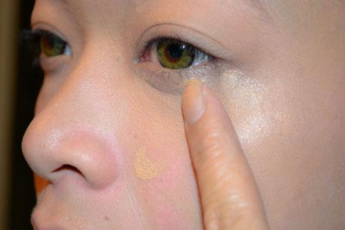 Cách massage đánh tan bọng mắt, bạn đã thử?1
