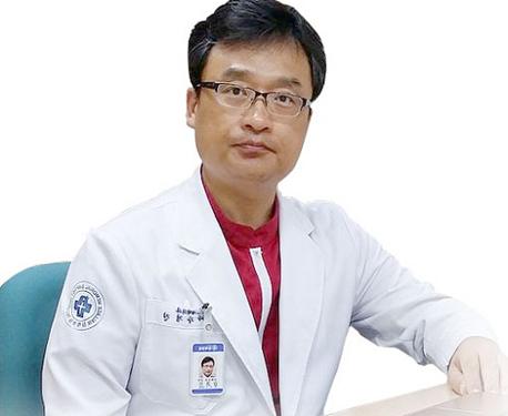 Giáo sư Kang Kyoung-Jin – Chủ tịch Hiệp hội Thẩm mỹ Hàn Quốc