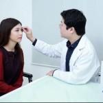 Cắt mí mắt có hại không? Cắt mí mắt có để lại sẹo không?