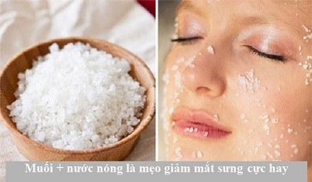 Muối + nước nóng - cách chữa bọng mắt hiệu quả nhất
